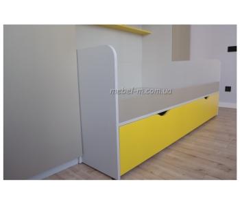 Двухъярусная детская кровать желтого цвета