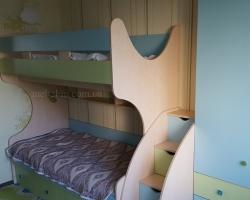 Детская двухъярусная кровать с ступеньками