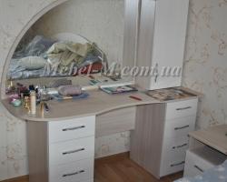 Стол с зеркалом - туалетный стол