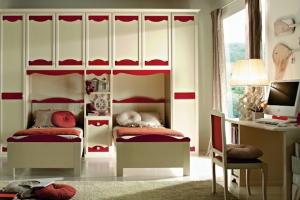 Комплекс детcкой мебели  с яркими акцентами