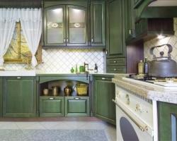 Деревянная зеленая кухня
